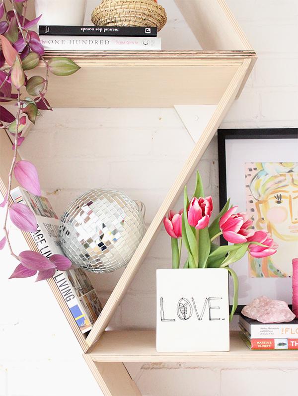 shelfie,styling,tips,triangular,shelves,decor